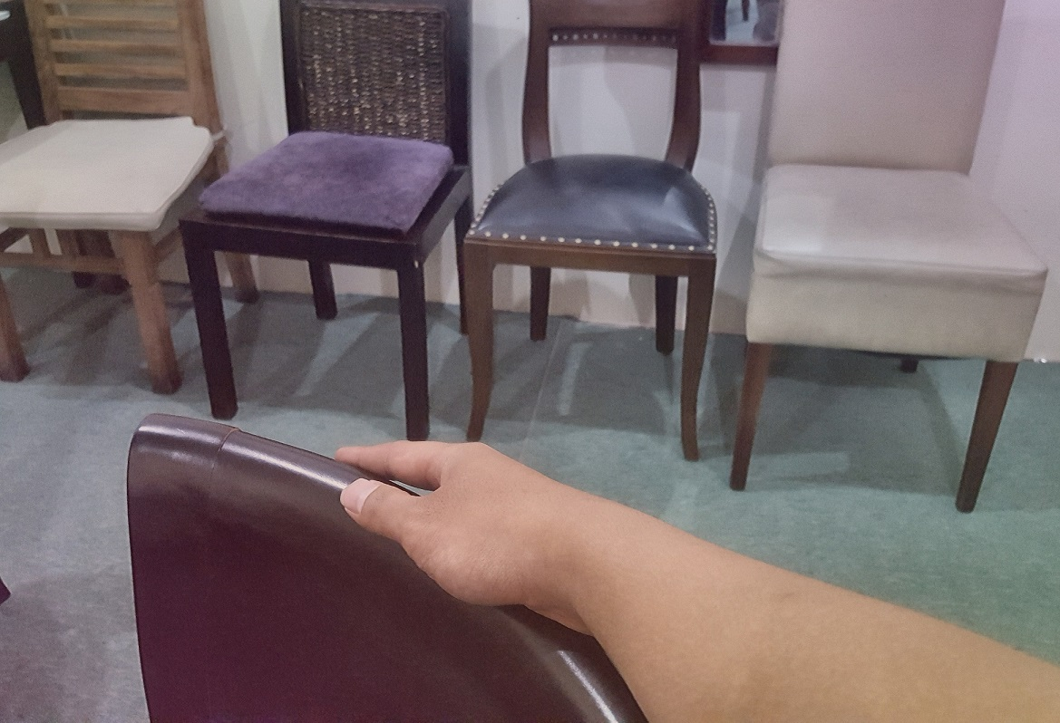 Try to Rub The Surface Of Furniture Then You Will Know The Authenticity Of Choosing Furniture Immediately